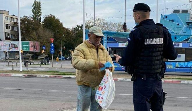 Jandarmii în control la Constanța: au dat amenzi în gară, autobuze și piețe! - misiunijandarmi22-1604248234.jpg
