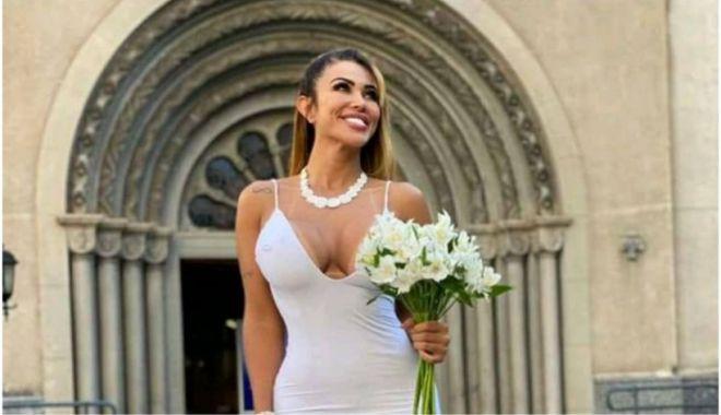 """Un model brazilian s-a măritat cu ea însăși: """"Nu voi divorța niciodată de mine"""" - modelbrazilian-1631541625.jpg"""