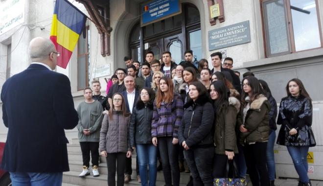 """Foto: Moment de reculegere în memoria Regelui Mihai, la Colegiul """"Mihai Eminescu"""""""