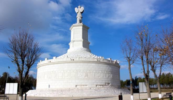 """Foto: Povestea monumentului de la Adamclisi. """"Este unic în lume"""""""
