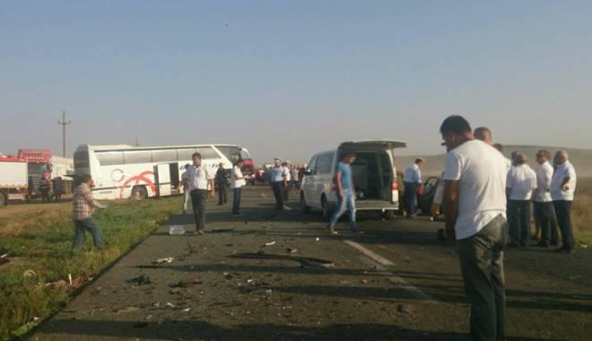Imagini de groază, la Constanța. Trei morți într-un accident rutier. Femeia a fost aruncată prin ușa autocarului - mortal1-1442597214.jpg