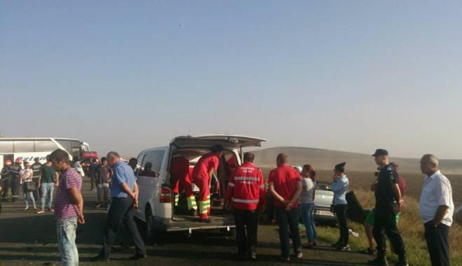 Imagini de groază, la Constanța. Trei morți într-un accident rutier. Femeia a fost aruncată prin ușa autocarului - mortal10-1442597238.jpg
