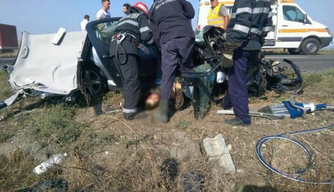 Imagini de groază, la Constanța. Trei morți într-un accident rutier. Femeia a fost aruncată prin ușa autocarului - mortal11-1442597246.jpg