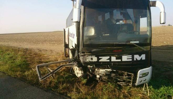 Imagini de groază, la Constanța. Trei morți într-un accident rutier. Femeia a fost aruncată prin ușa autocarului - mortal12-1442597255.jpg
