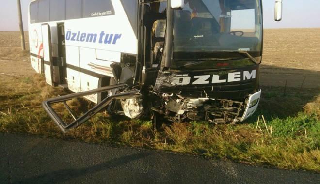 Imagini de groază, la Constanța. Trei morți într-un accident rutier. Femeia a fost aruncată prin ușa autocarului - mortal13-1442597264.jpg