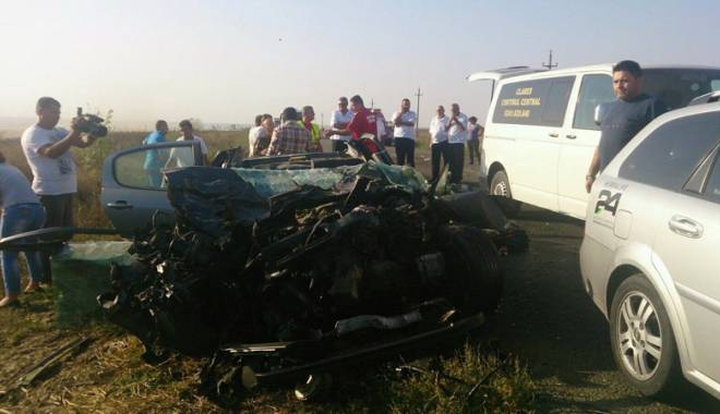 Imagini de groază, la Constanța. Trei morți într-un accident rutier. Femeia a fost aruncată prin ușa autocarului - mortal3-1442597284.jpg