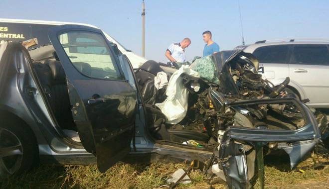 Imagini de groază, la Constanța. Trei morți într-un accident rutier. Femeia a fost aruncată prin ușa autocarului - mortal4-1442597292.jpg