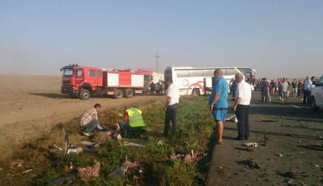 Imagini de groază, la Constanța. Trei morți într-un accident rutier. Femeia a fost aruncată prin ușa autocarului - mortal6-1442597310.jpg