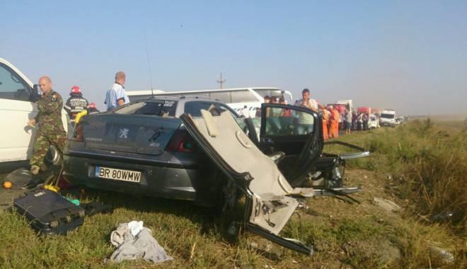 Imagini de groază, la Constanța. Trei morți într-un accident rutier. Femeia a fost aruncată prin ușa autocarului - mortal7-1442597318.jpg