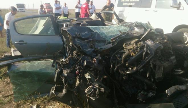 Imagini de groază, la Constanța. Trei morți într-un accident rutier. Femeia a fost aruncată prin ușa autocarului - mortal9-1442597335.jpg