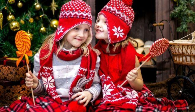 Fiţi pe fază! Moş Nicolae intră în direct cu copiii - mosnicolae-1607103154.jpg