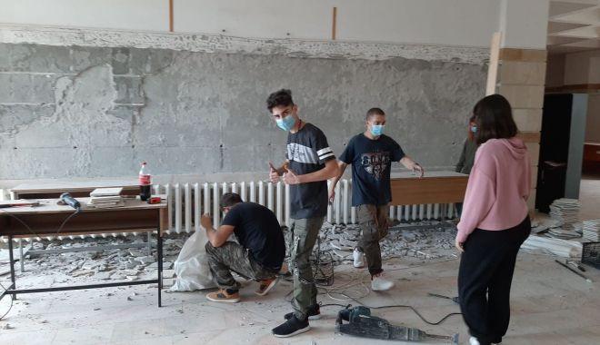 """Rezultat spectaculos. Mozaic veneţian de şapte metri la Universitatea """"Ovidius"""" - mozaic5-1607440017.jpg"""