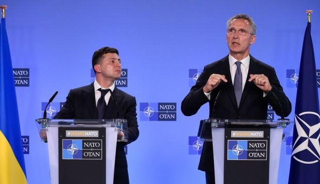 Foto: NATO îi cere președintelui Zelenski să întărească statul de drept