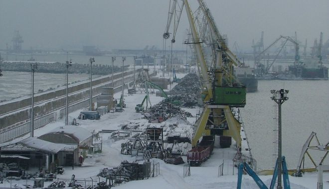 Foto: Navigația, suspendată în porturile maritime