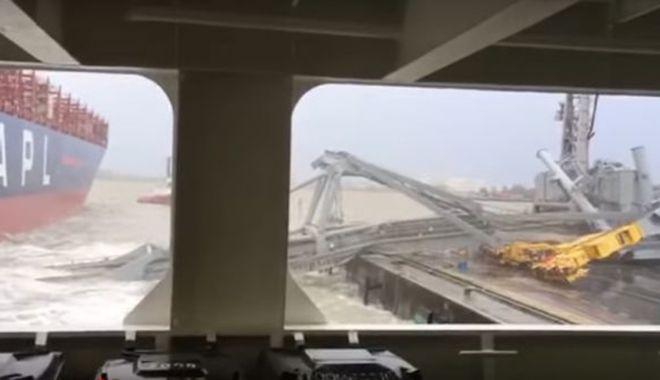 Foto: Imaginile zilei, cu DEZASTRUL din Portul Antwerpen. Navigatorii, ÎN ALERTĂ! Galerie foto / video