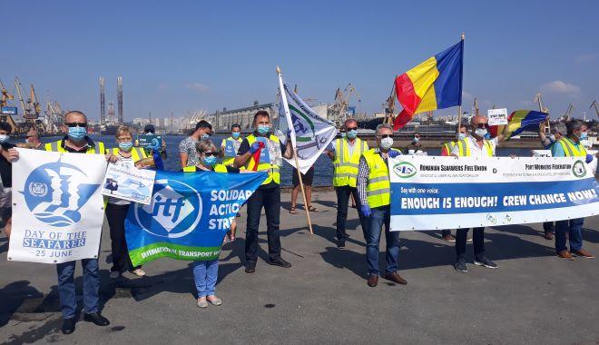 Foto: Navigatorii și docherii constănțeni, protest împotriva blocării schimburilor de echipaje