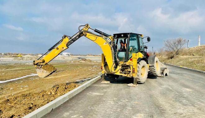 """Primăria Năvodari: """"Lucrările pentru construirea primului cartier pentru tineri sunt avansate"""" - navodariasfaltare-1614019747.jpg"""
