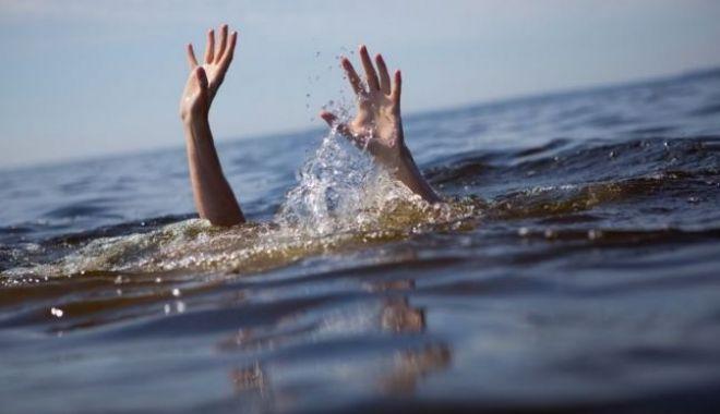 Foto: TRAGEDIE LA CONSTANȚA! UN BĂRBAT A MURIT ÎNECAT ÎN APELE MĂRII