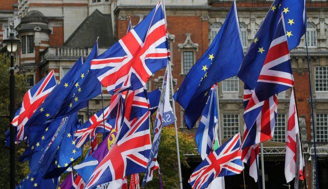 Foto: Negociatorul șef al UE: Riscul unui Brexit fără acord încă există