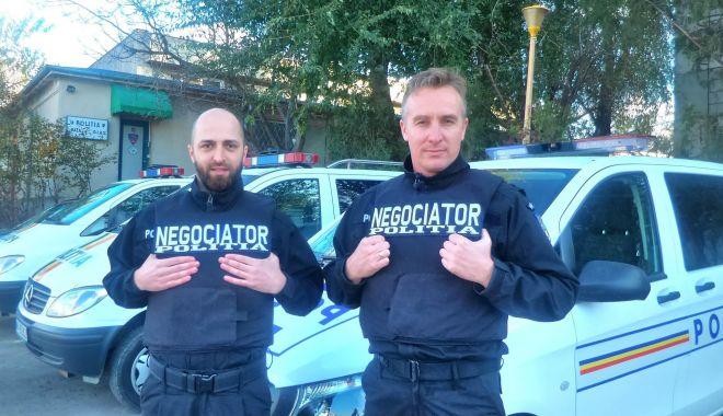 Foto: Arta negocierii pentru salvarea de vieți, la început de drum în Poliția Constanța!