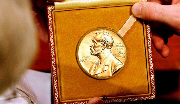 Foto: Își vinde premiul Nobel la licitație