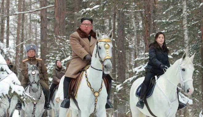 Foto: Noi fotografii enigmatice cu Kim Jong Un călărind un cal alb