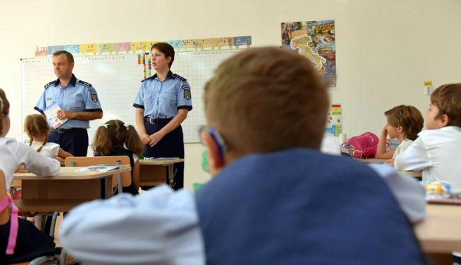 """Foto: Noțiuni juridice de bază, prezentate elevilor Colegiului """"Mihai Eminescu"""""""