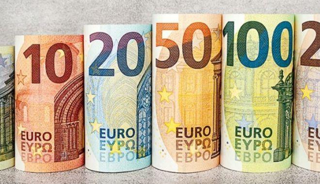 Numărul bancnotelor euro contrafăcute este foarte scăzut. Cum pot fi depistate falsurile? - numarulbancnoteloreurocontrafacu-1580072649.jpg