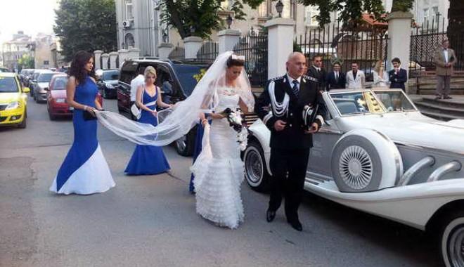 Galerie FOTO. NUNTA ANULUI LA CONSTANȚA / Managerul Iaki Mamaia și șeful Crimei Organizate s-au căsătorit în stil rock-baroc - nuntapavel4-1370161129.jpg