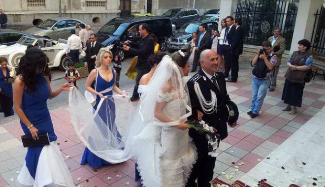 Galerie FOTO. NUNTA ANULUI LA CONSTANȚA / Managerul Iaki Mamaia și șeful Crimei Organizate s-au căsătorit în stil rock-baroc - nuntapavel6-1370161196.jpg