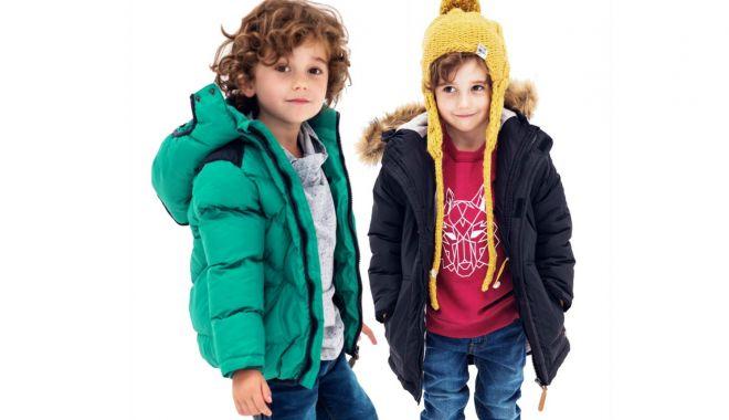 """Foto: Nu vă mai înfofoliți copiii! """"Trebuie îmbrăcați precum adulții"""""""