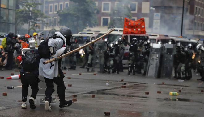 Oamenii își cer drepturile în stradă! Proteste de amploare la Hong Kong - oameniiisicerdrepturile-1575832693.jpg