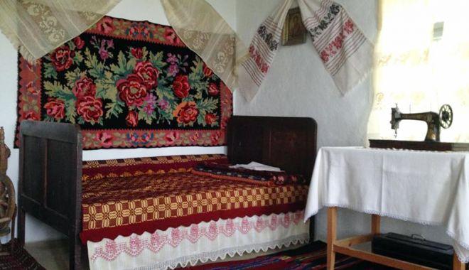Obiceiuri și tradiții  păstrate din moși strămoși - obiceiuri-1544713597.jpg