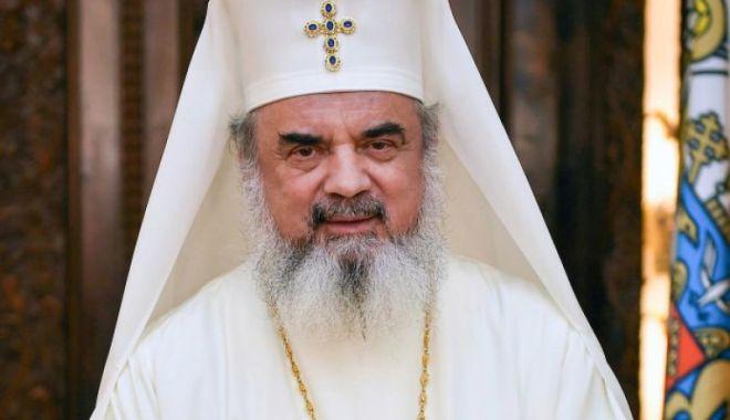 Foto: Patriarhul Daniel, mesaj cu prilejul Duminicii migranților români: Să ne luminăm viața prin rugăciune