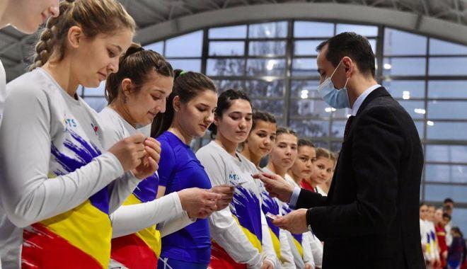 Olimpism / Mărţişoare pentru luptătoarele din centrele olimpice de juniori şi tineret - olimpismmartisoare-1614687524.jpg
