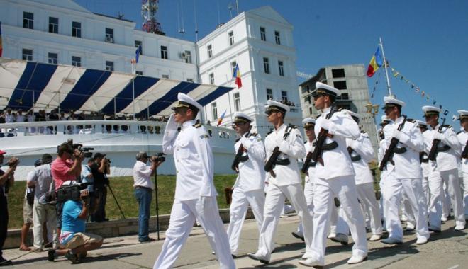 Foto: Marina militară română,  în fața unei noi promoții  de ofițeri și maiștri