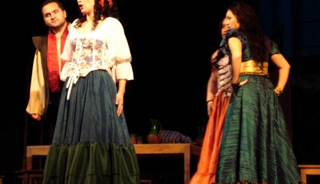 """Foto: Invitație la operă. Se joacă """"Boema"""" de Puccini"""