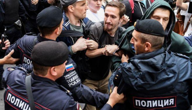 Foto: Opozanți ruși, arestați în timpul unei manifestații pentru alegeri corecte la Moscova
