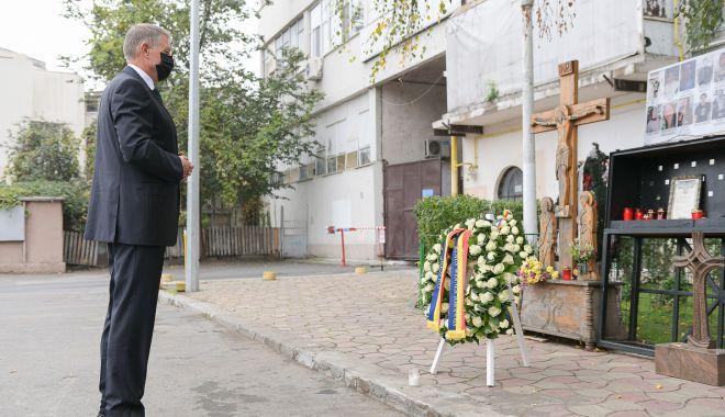 5 ani de la tragedia de la Colectiv. Președintele Klaus Iohannis a depus o coroană de flori în memoria victimelor - originaldepunerecoroanacolectiv3-1604043495.jpg