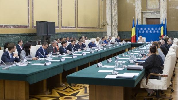 """Foto: Guvernul discută azi proiectul de buget pe 2019, precum și modificări ale Ordonanței care instituie """"taxa pe lăcomie"""""""