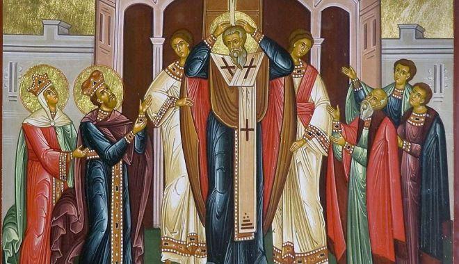 Foto: Creştinii ortodocşi sărbătoresc, astăzi, Înălţarea Sfintei Cruci