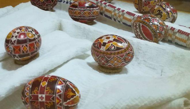 Tradiţia ouălor. În Dobrogea încă se mai practică vopsitul în culori naturale - oualedepaste-1619725786.jpg