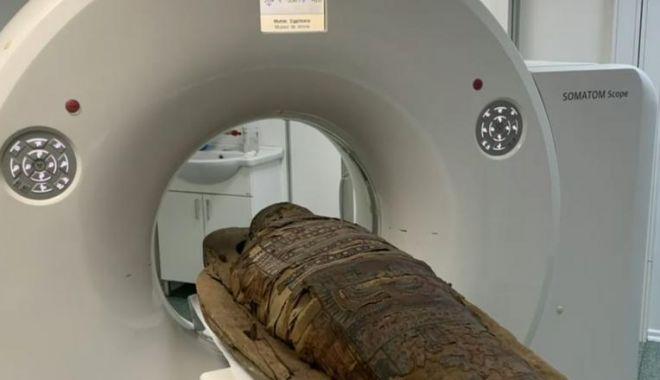 Foto: Pentru prima dată în România! Cercetătorii de la Cluj-Napoca au făcut o tomografie unei mumii