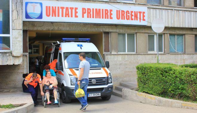 Pacienții, sătui de așteptări pe holul spitalului. Cadrele medicale riscă să fie amendate - pacientii2-1567021619.jpg