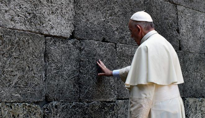 Foto: Papa Francisc va primi un milion de dolari. Ce trebuie să facă