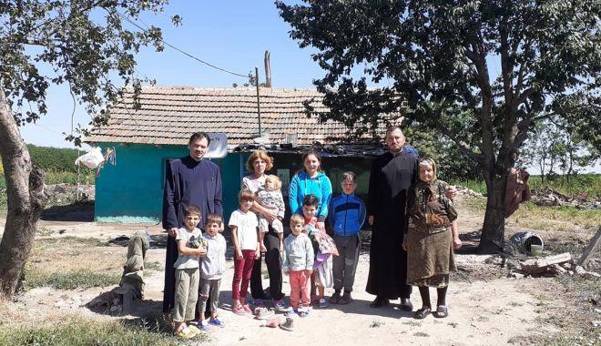 Foto: Daruri de la Arhiepiscopie pentru nevoiași