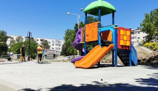 """Foto: Parcul """"Dragoslavele"""", complet refăcut de administrația locală din Constanța"""