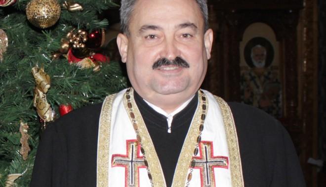 Părintele Marius Moșteanu, duhovnicul care zâmbește mereu - parintelemariusmustean-1360610520.jpg