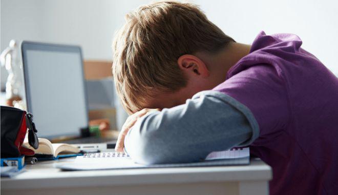 Părinţii care pleacă la muncă în străinătate, fără copii, obligaţi să anunţe autorităţile - parintiicarepleaca1-1614799002.jpg