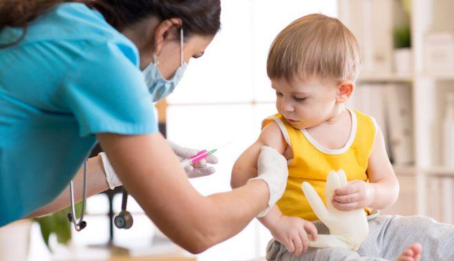 Părinţii, încurajaţi de medici să-i vaccineze pe copii - parintiiincurajati2-1601924480.jpg